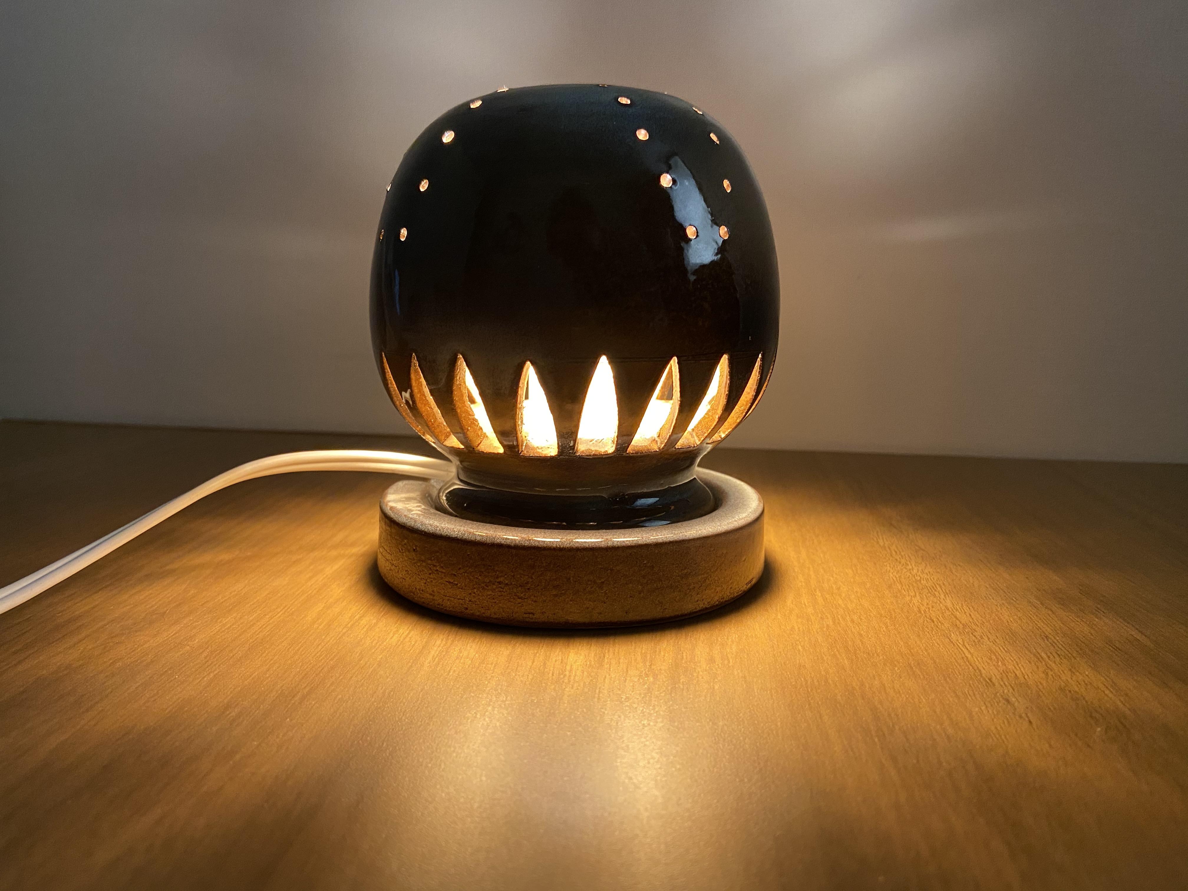 [№5226-0260]幻の須佐唐津焼 窯元製作陶器ランプ 黒 カーブ フィラメントLED
