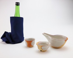 [№5226-0175]萩焼・緋色冷酒器(木箱入)